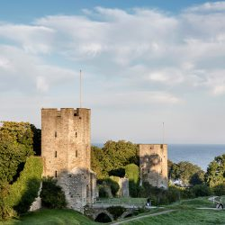 Srednjovjekovni obrambeni zid koji okružuje švedski grad Visby na otoku Gotlandu na obali jugoistočne Švedske. Izvor: Emelie Asplund/imagebank.sweden.se