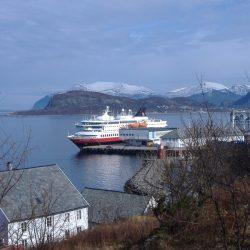 Hurtigruten brod pristaje u Ålesund. Izvor: Andrea Giubelli - Visitnorway.com