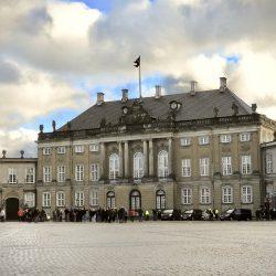 Kraljica Margrethe napušta palaču Amalienborg. Izvor: NordicPoint